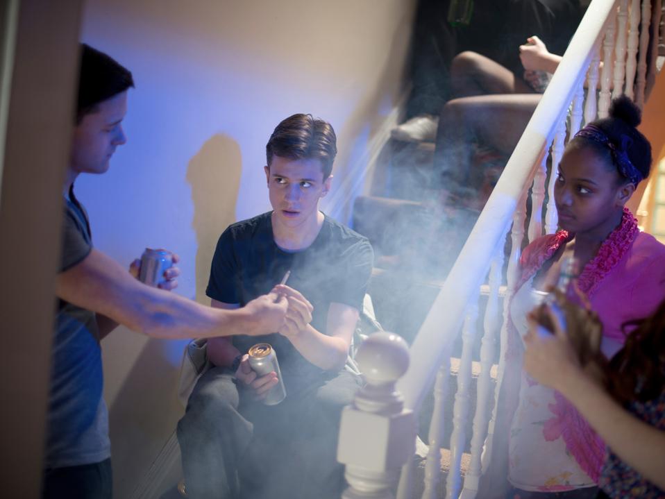 Zigaretten Teenager-Mädchen rauchen Starkes Rauchen